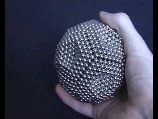 Neocube - míč z 1272 kuliček