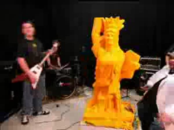 Umění - socha ze sýru