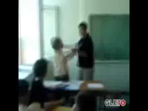 Srbsko - student napadl učitelku
