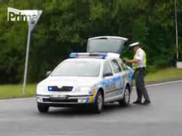 Policie a pivo z kamionu