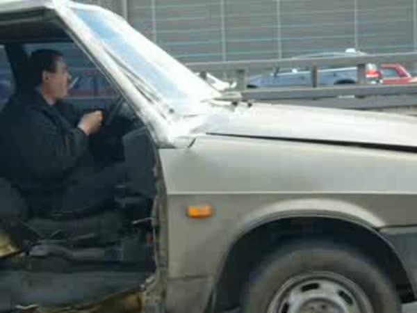 Rusko - Tuningové auto na dálnici