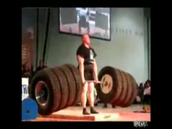 Mrtvý tah - Benedikt Magnusson - 499 kg