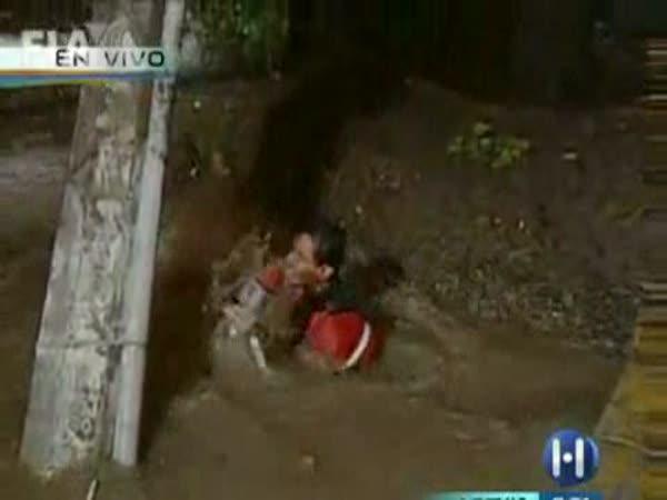 Těžká práce reportéra - povodně