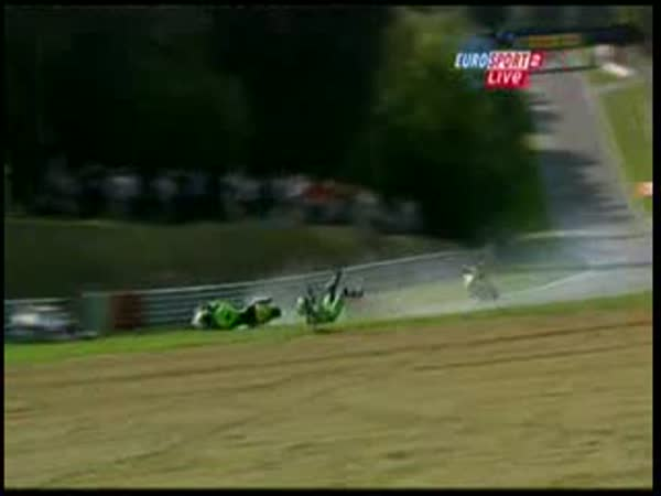 Motocyklový závod - vážná nehoda