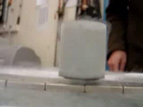 POKUS - Rychlovlaky na magnetickém polštáři