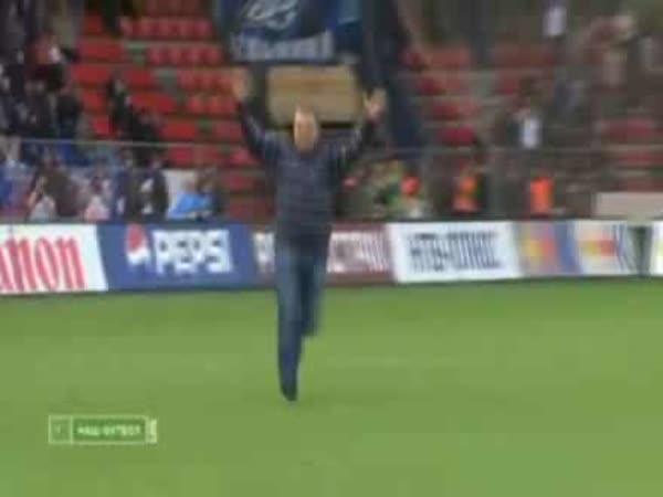Fotbal - Fanoušek vstřelil gol