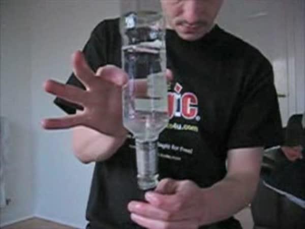 Pokus - voda v láhvi