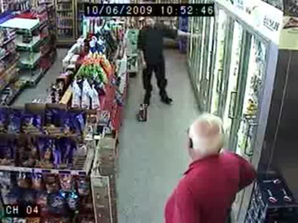 Opilý chlapík si jde koupit pivo