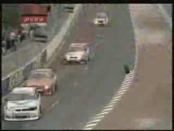 Motorsport - neuvěřitelné nehody [kompilace]