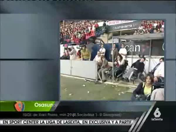 Reportérka na fotbale [přímý přenos]