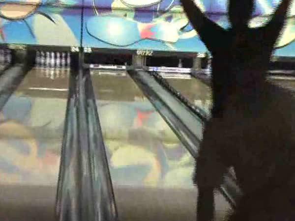 Bowling - neuvěřitelně šťastný strike