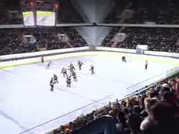 Krasobruslař vs. Hokejisti [reklama]