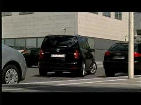 Volkswagen Touran zaparkuje za Vás