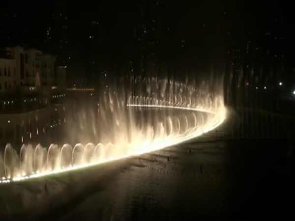 Dubai - Nádherná fontána