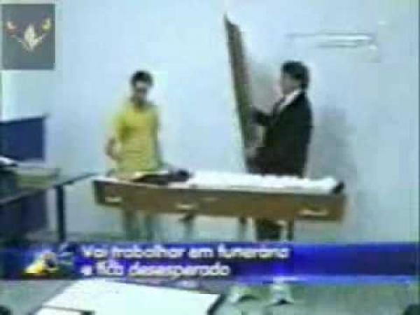 Pohřební ústav [skrytá kamera]