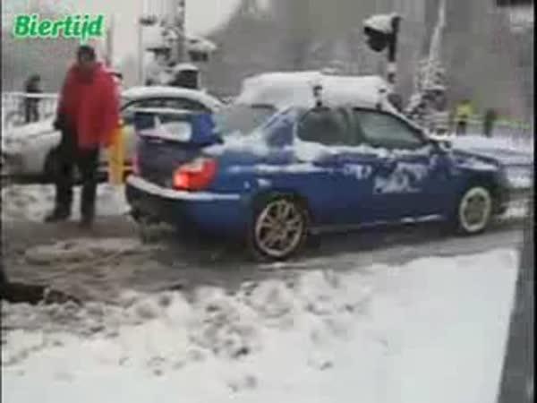 Subaru Impreza odtáhne kamion