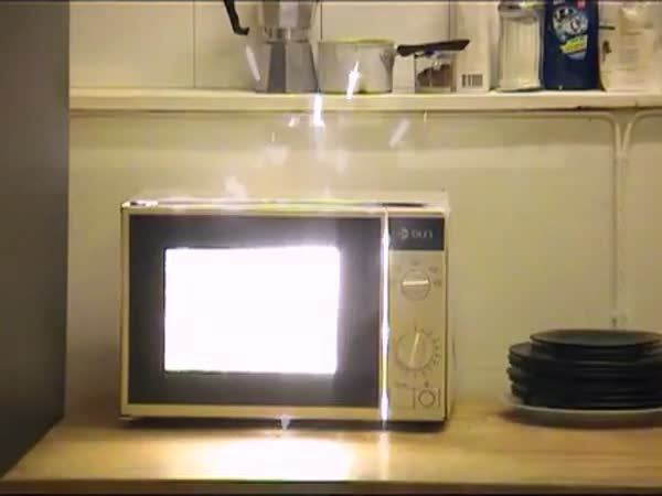 POKUS - Krabicové víno v mikrovlné troubě