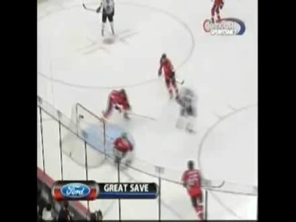 Hokej - Úžasný brankářský zákrok