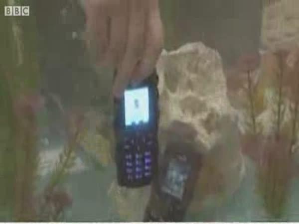 Přímý přenos - nerozbitný mobil