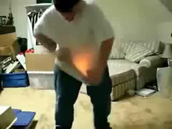 Idiot pro dnešní den - Chlapec a zapalovač