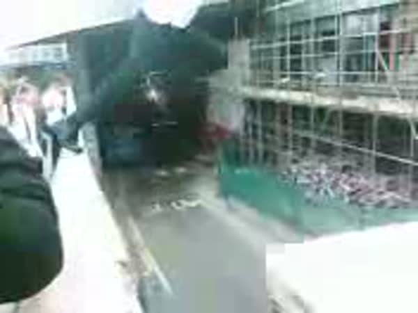 Adrenalin - Skok na střechu autobusu