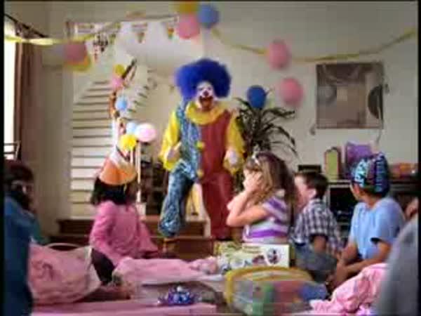 Klaun na oslavě narozenin [reklama]