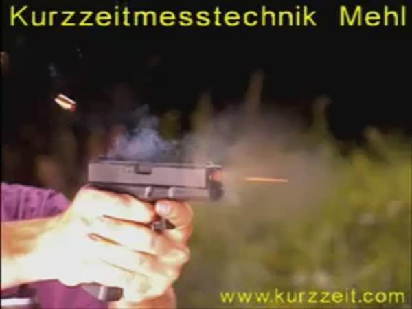 Slow motion - výstřel z pistole