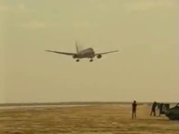 Přistání letadel za silného větru [kompilace]