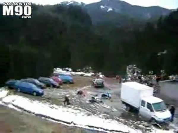 Rally - Řidič smetl diváky a ujel
