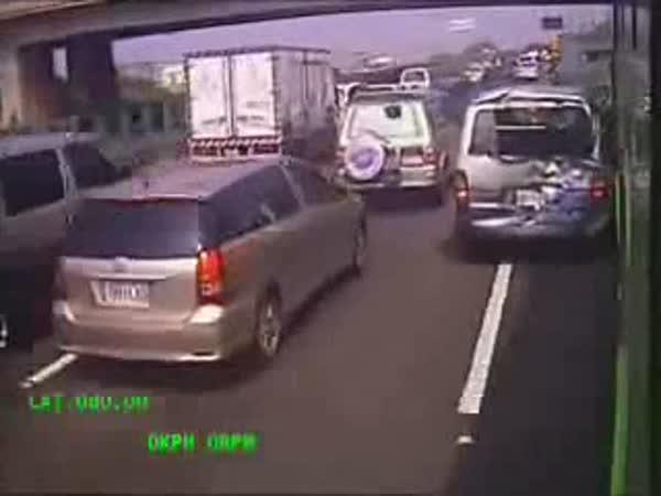 Autobus - selhání brzd [onboard kamera]