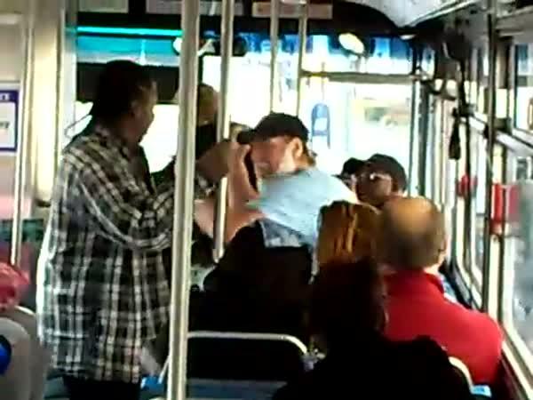 USA - Hádka v autobuse