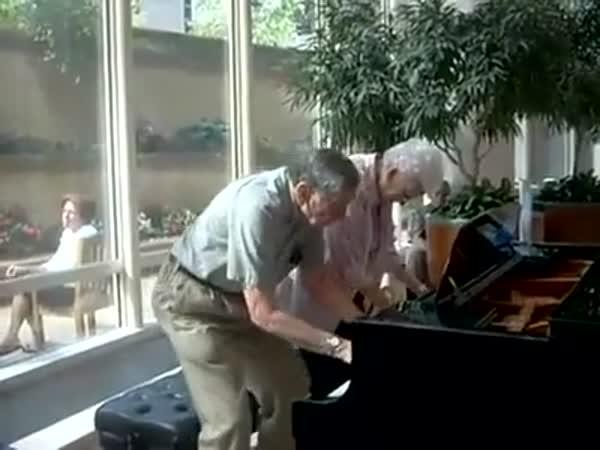 Důchodci - Hra ve 4 na klavír