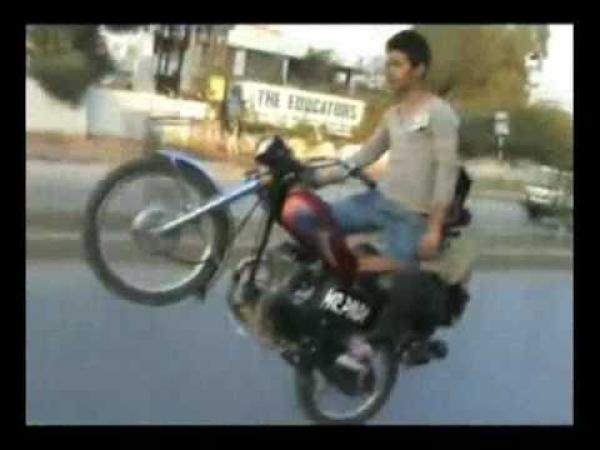 Pákistán - Borci na motorkách