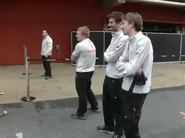 Formule 1 - McLaren vs. Ferrari - boxy