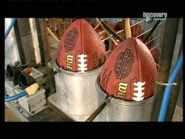 Jak se dělá míč na Americký fotbal