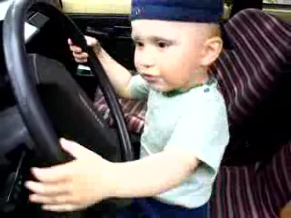 Chlapeček Miluje Škodovku