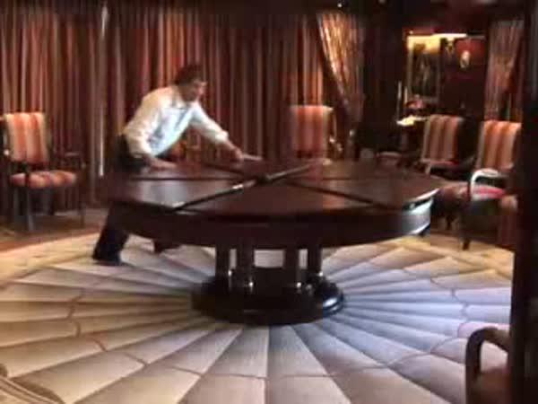 Luxusní rozkládací stůl