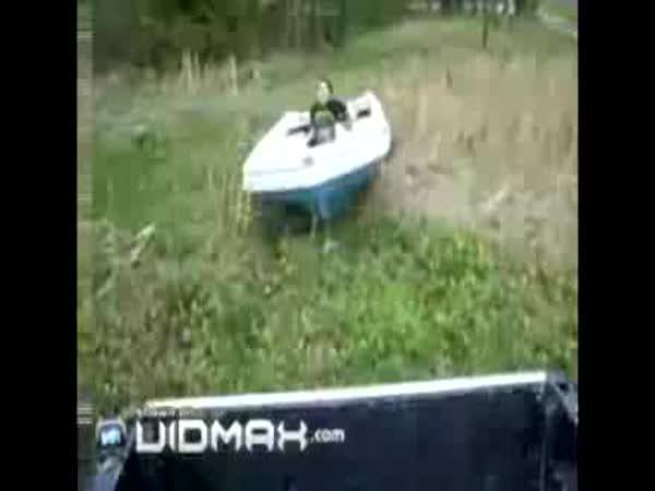 S člunem se dá jezdit i na silnici