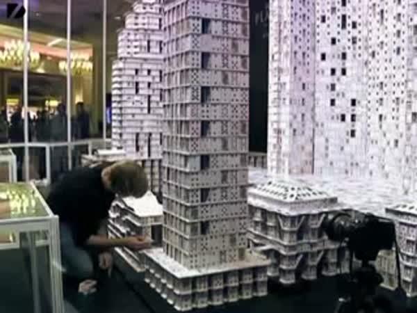Hotel - Stavba z 218 792 karet