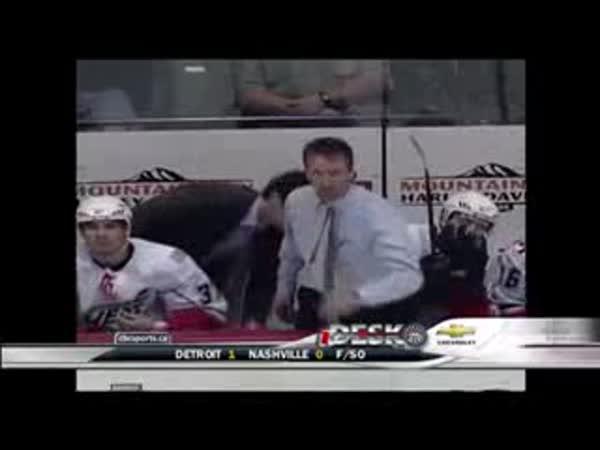 AHL - Hodně rozčílený trenér