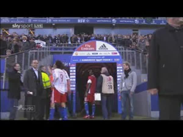 Fotbal - Paolo Guerrero vs. fanoušek