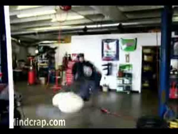 Zajímavý pokus s airbagem