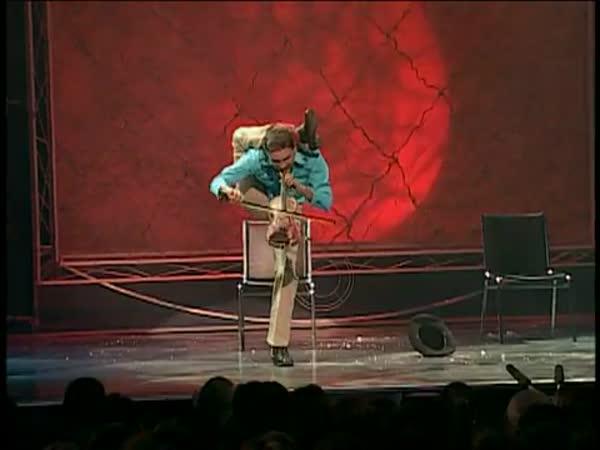 Borec - Yogi Baird - akrobat a houslista