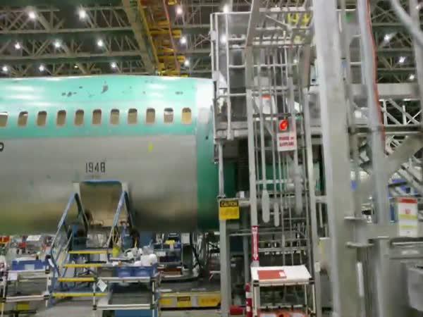 Výroba letadla za 2 minuty