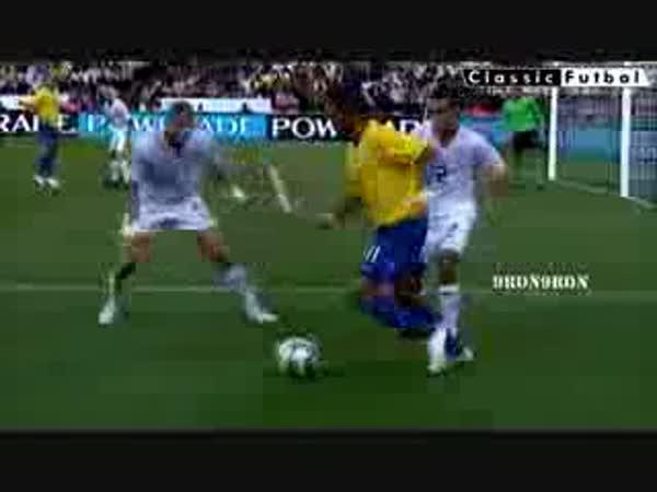 Fotbal - Nejlepší parádičky 2009 [kompilace]