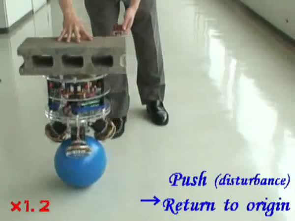 Robot - balancování na míči
