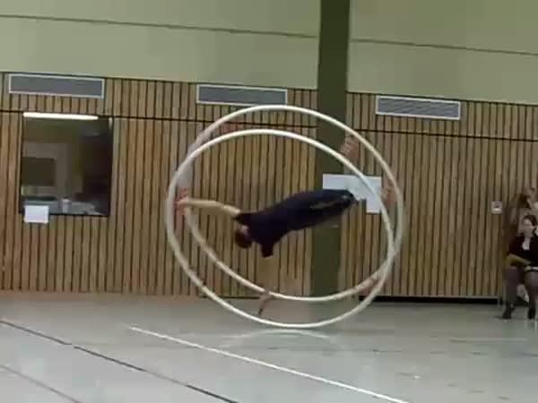 Borec - Akrobat ve velkém kole