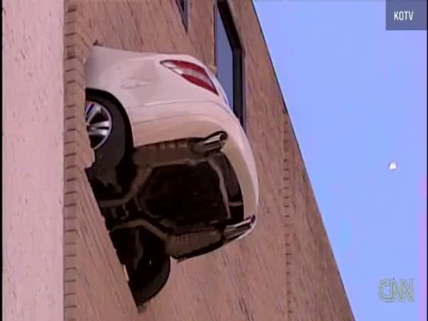 Idiot - Parkování v nadzemní garáži
