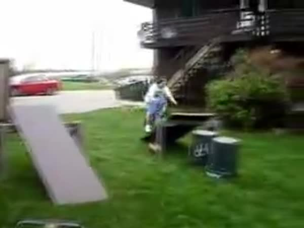 Idiot - Nepovedený skok na kole