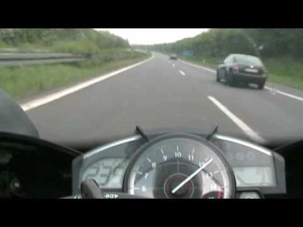 Yamaha R1 - provokace BMW